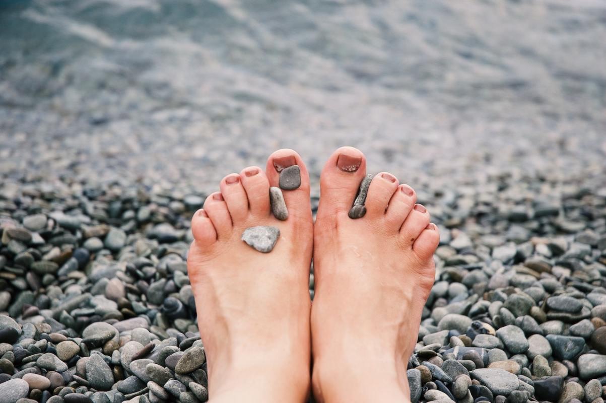 nohy, pláž