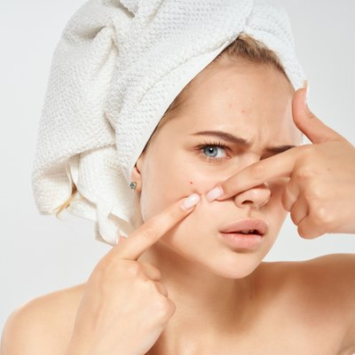akné pleť, žena, ručník