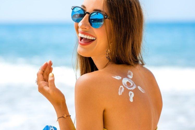 Krém, léto, moře, žena, sluneční brýle