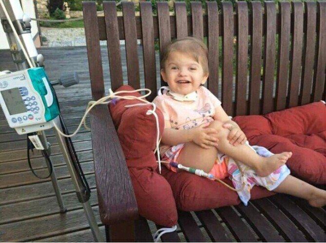 Laura trpí vzácným Charge syndromem